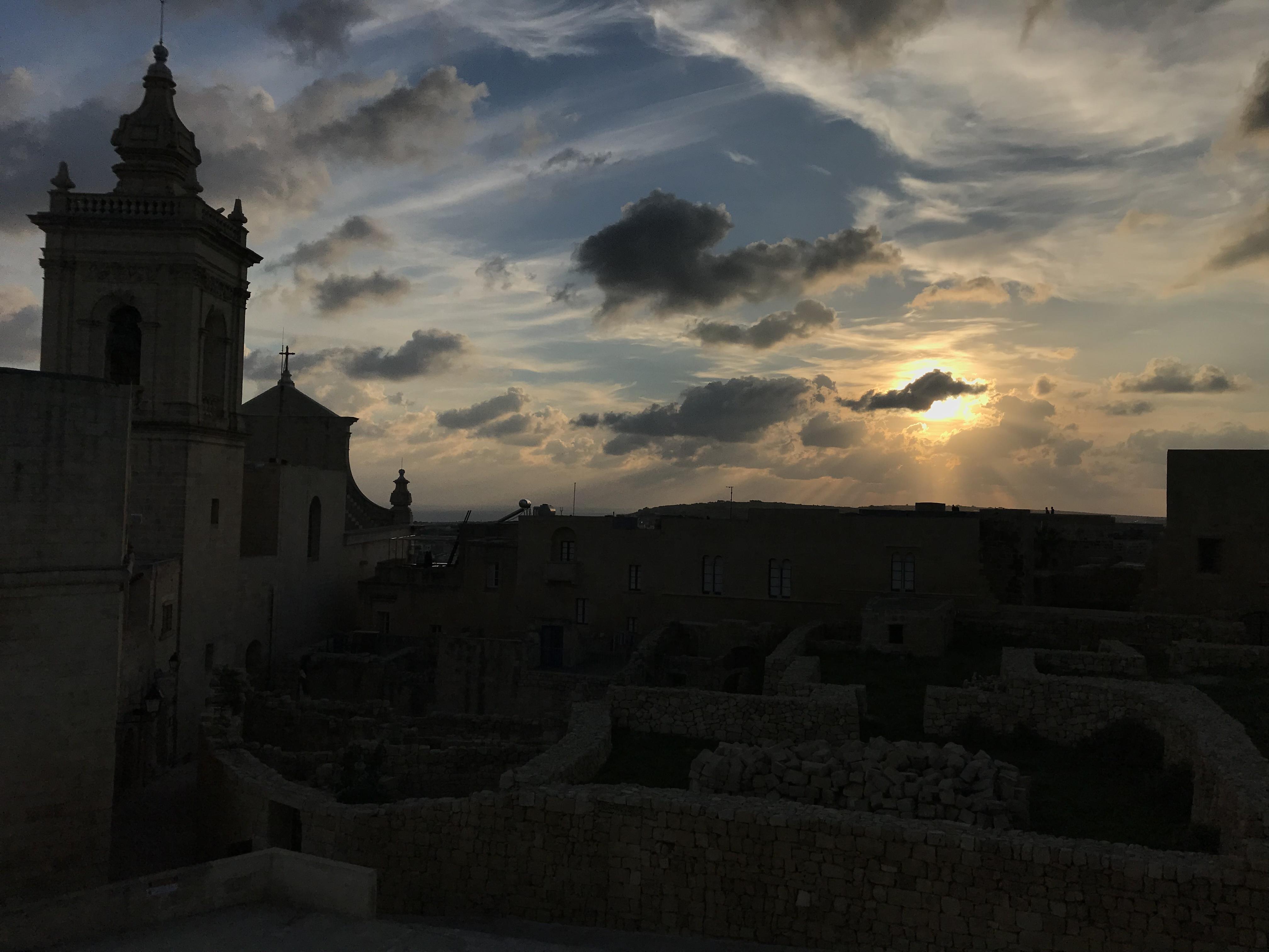 Sonnenuntergang bei der Zitadelle von Victoria