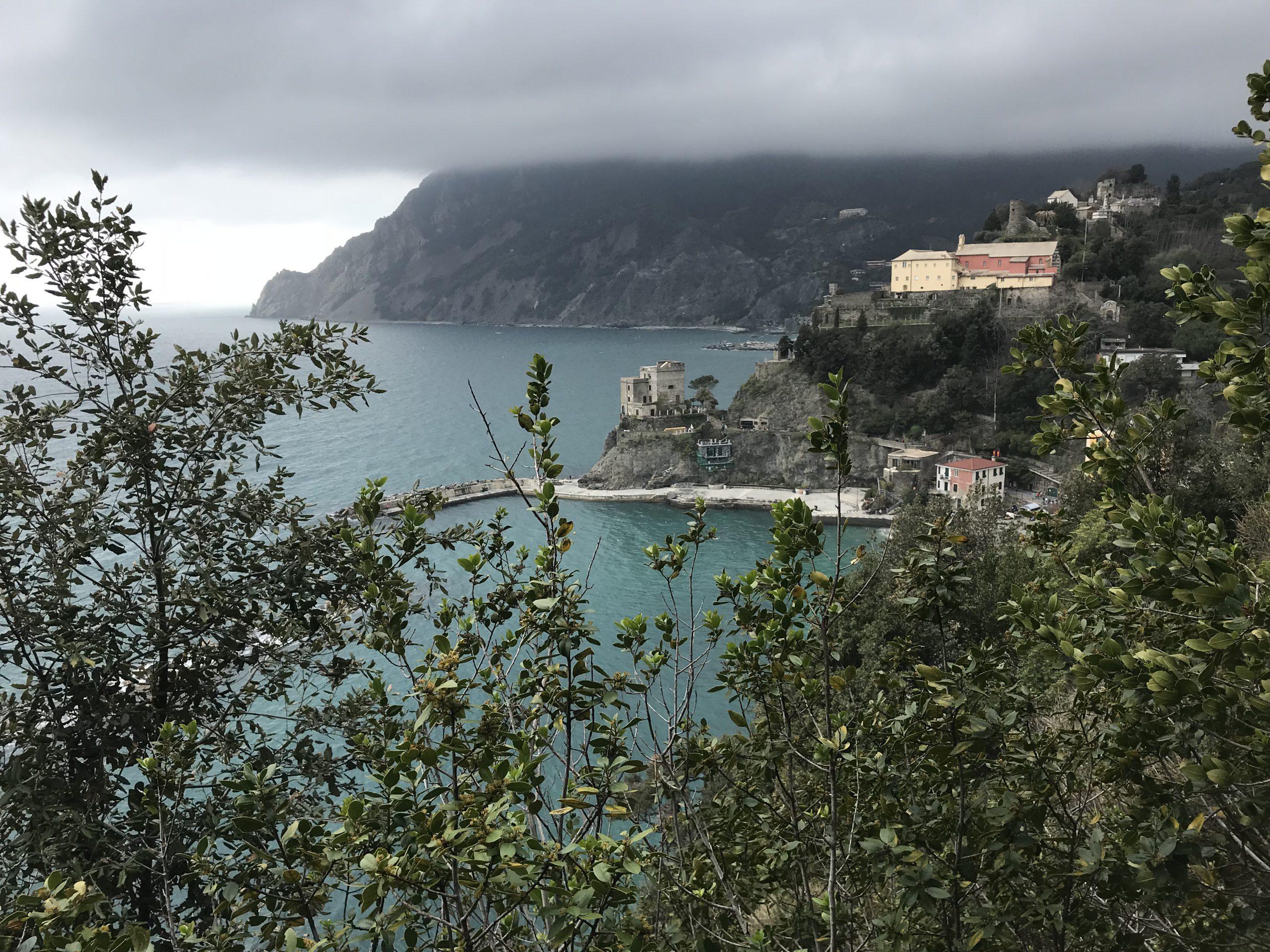 Blick auf das Küstenstädtchen Monterosso al Mare