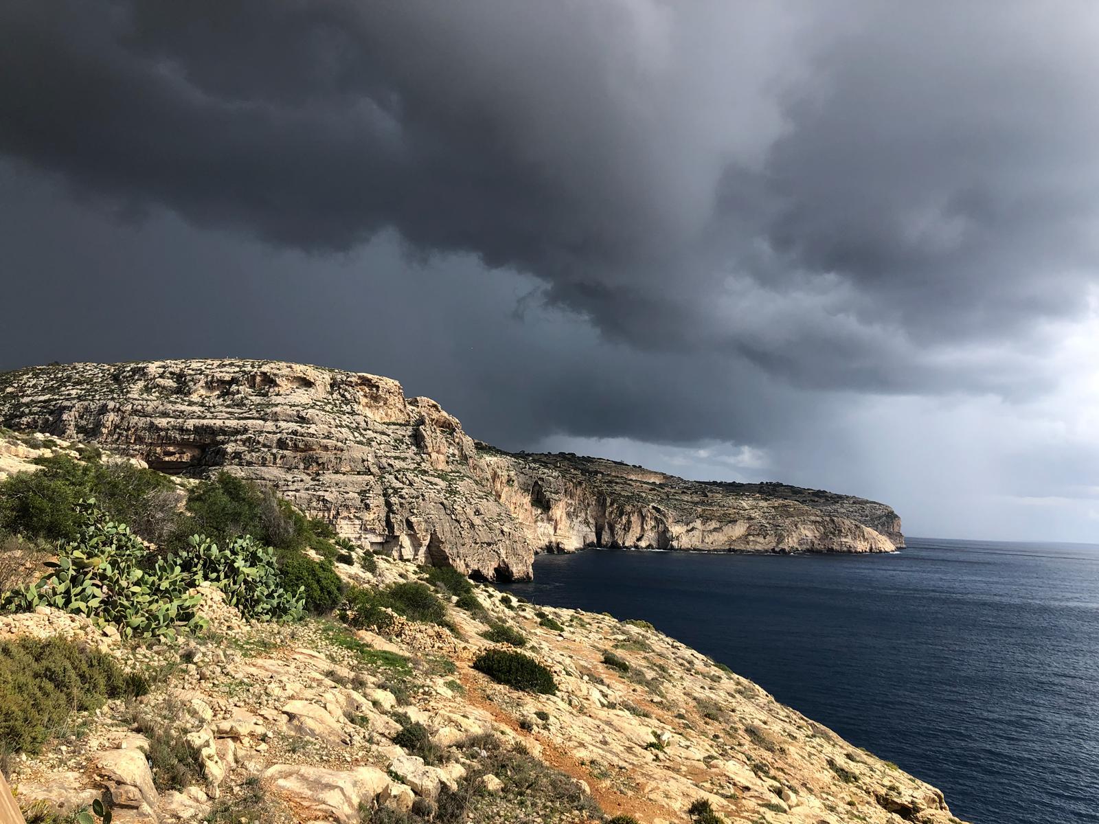 aufkommendes Gewitter bei Blue Grotto