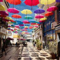 Europa Roadtrip 2019 - Regenschirmstraße in Olhão
