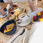Europa Roadtrip 2019 - Frühstück im Sea You Surf Café