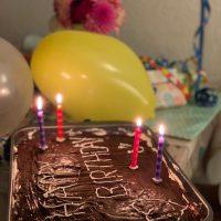 Happy Birthday - Geburtstagskuchen und Geschenke