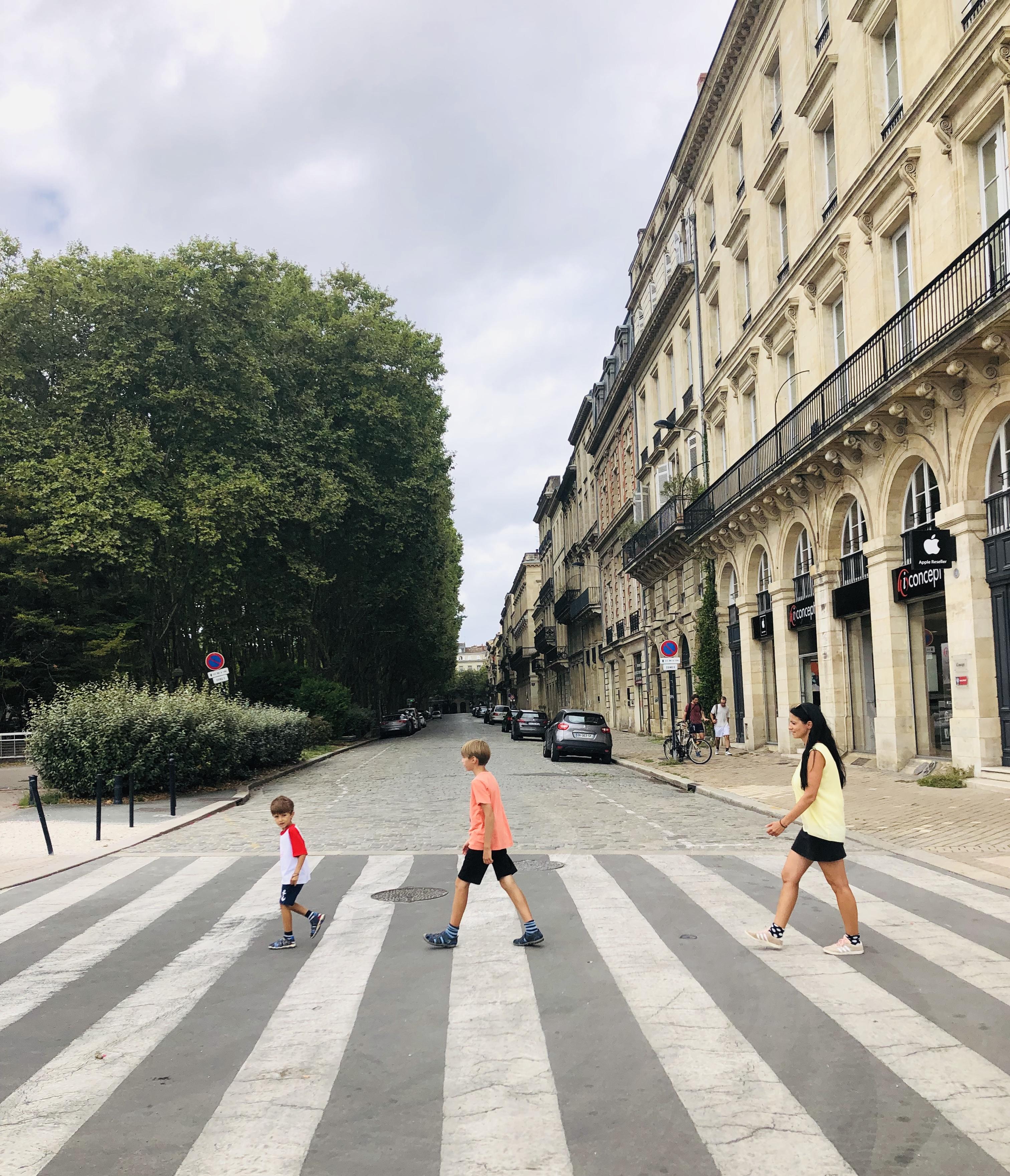 Europa Roadtrip 2019 - Spaß am Zebrastreifen in Bordeaux