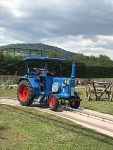 Traktor fahren im Cigoland, Elsass