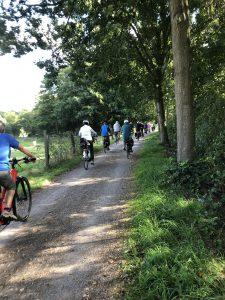 Radfahrer Rudel beim Spaziergang