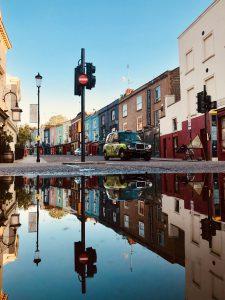 Reflektionen der Portobello Road in Notting Hill, London