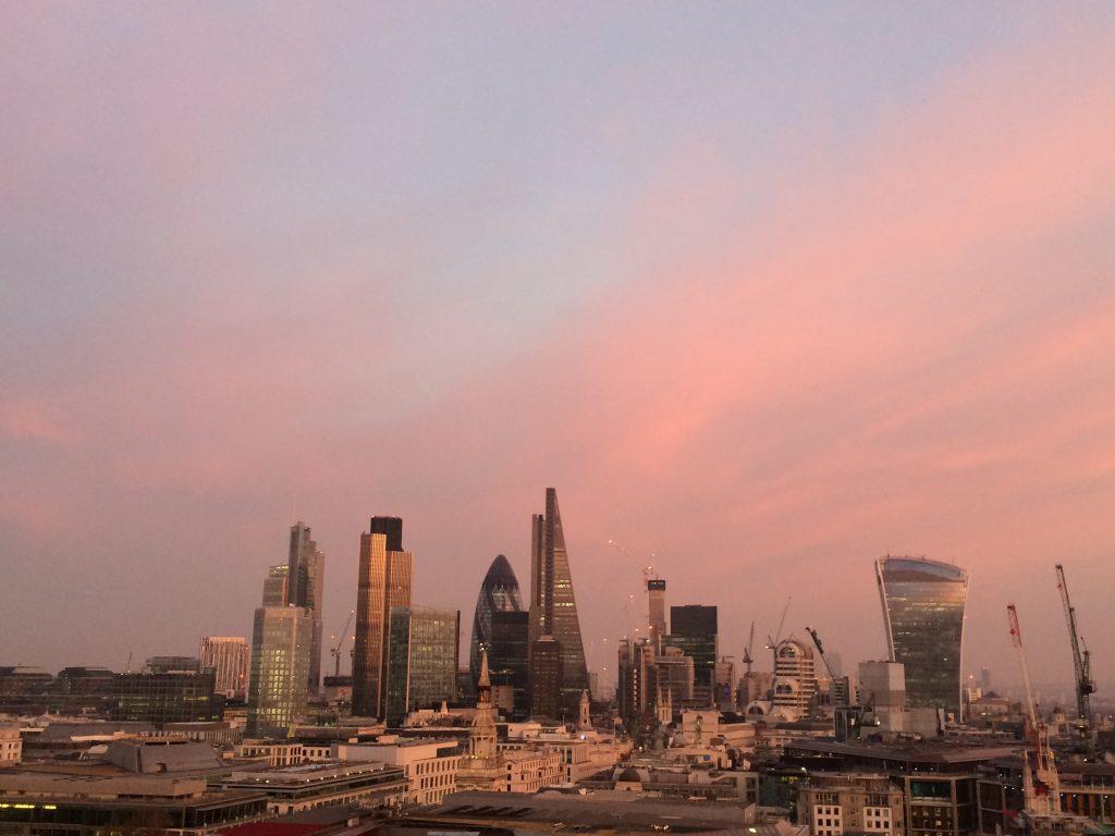 Londons Skyline von der Aussichtsplattform der St Paul's Cathedral