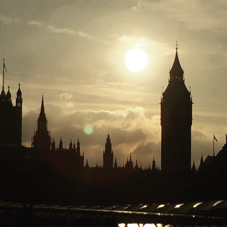 Sonnenuntergang über dem Westminster Palace, London
