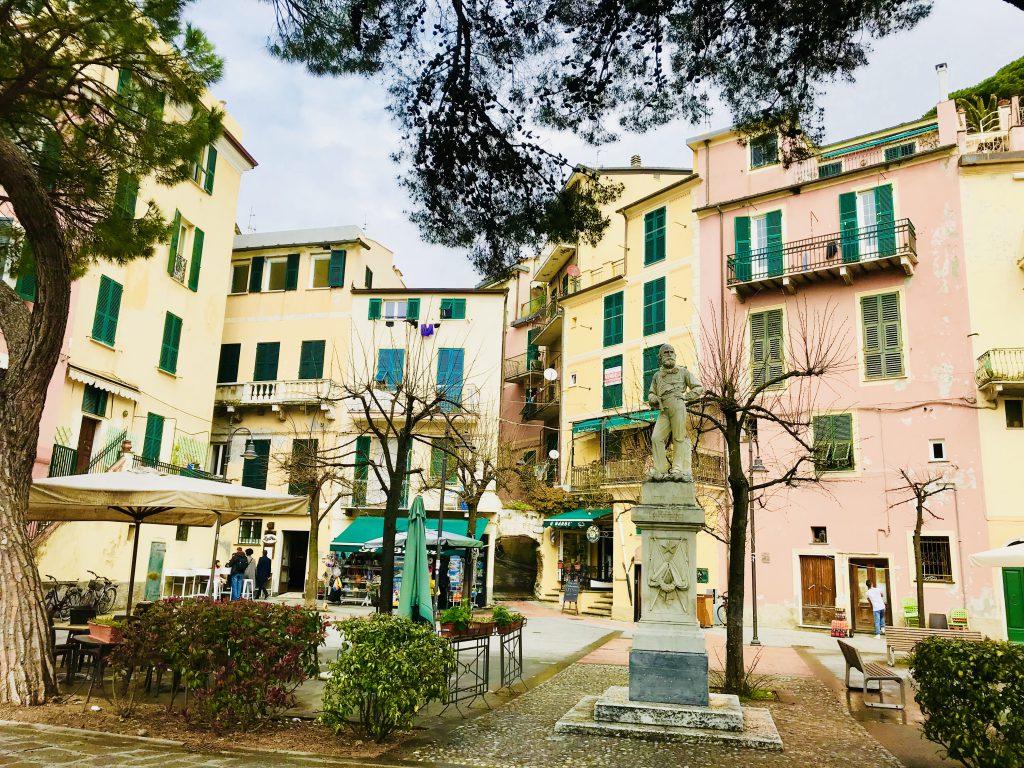 Zwischenstopp auf unserer Wandertour: Dorfmitte von Monterosso al Mare