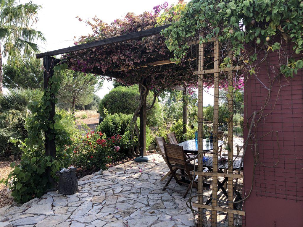 Die Terrasse der Casa Vermelha an der Algarve in Portugal