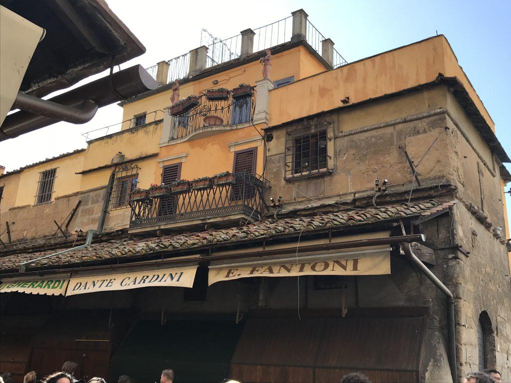 Die Häuser auf der weltbekannten Ponte Vecchio, Florenz
