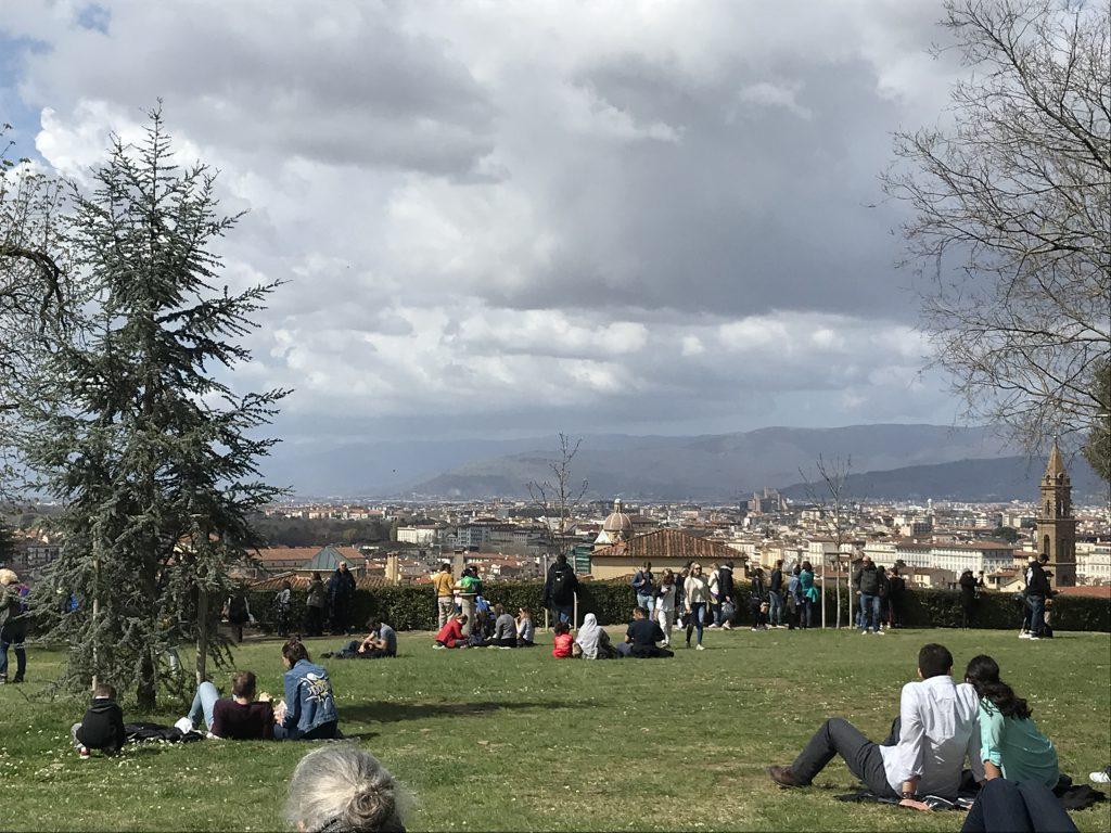 Auszeit im Park mit Blick auf Florenz