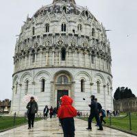 Mit den Kindern unterwegs am Baptisterium Pisa