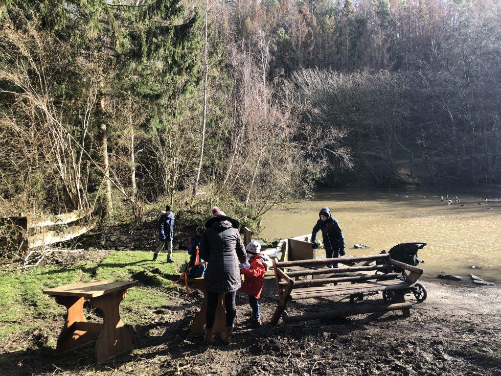 Familien-Picknick im Wildpark Schmidt in der Eifel