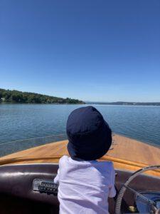 Urlaub mit Kindern am Ammersee - Elektroboot fahren